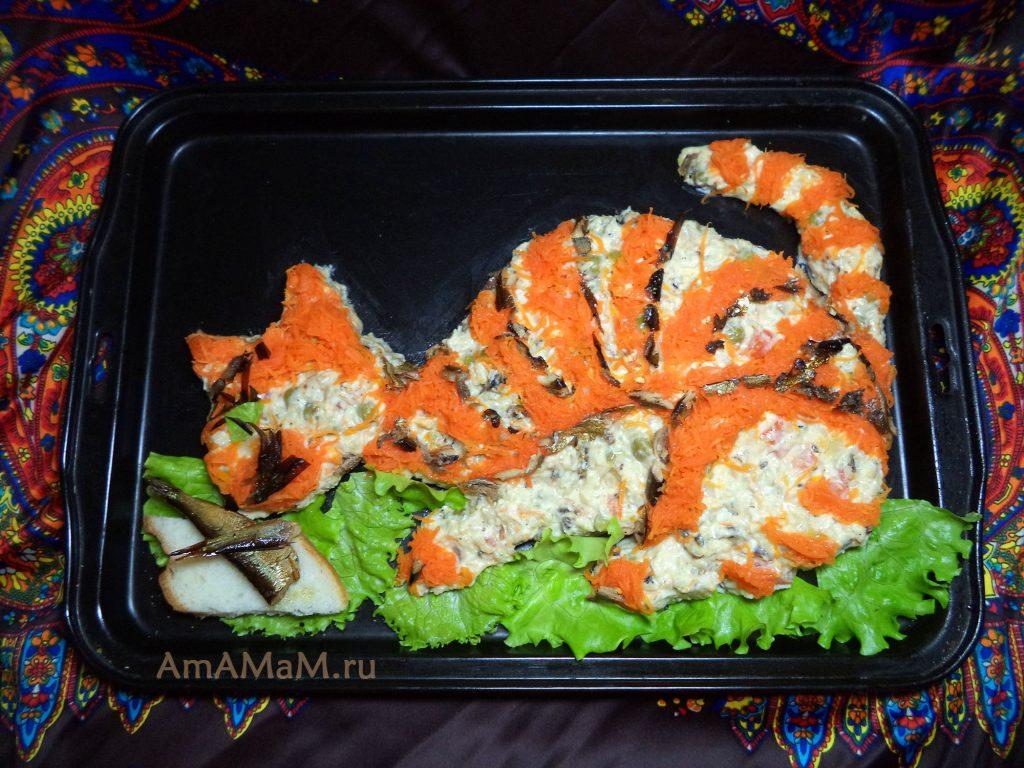 Красивый салат в виде кота с рыбой - рецепт с фото
