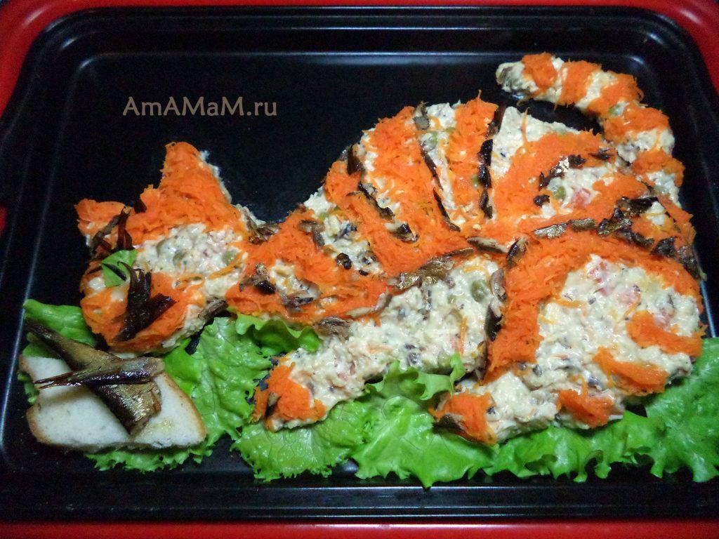 Салат в виде кота со шпротами