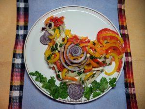Салат из полосок мяса и овощей (все маринованное), называется Кубанский