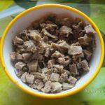 Измельчение ингредиентов салата - язык свиной