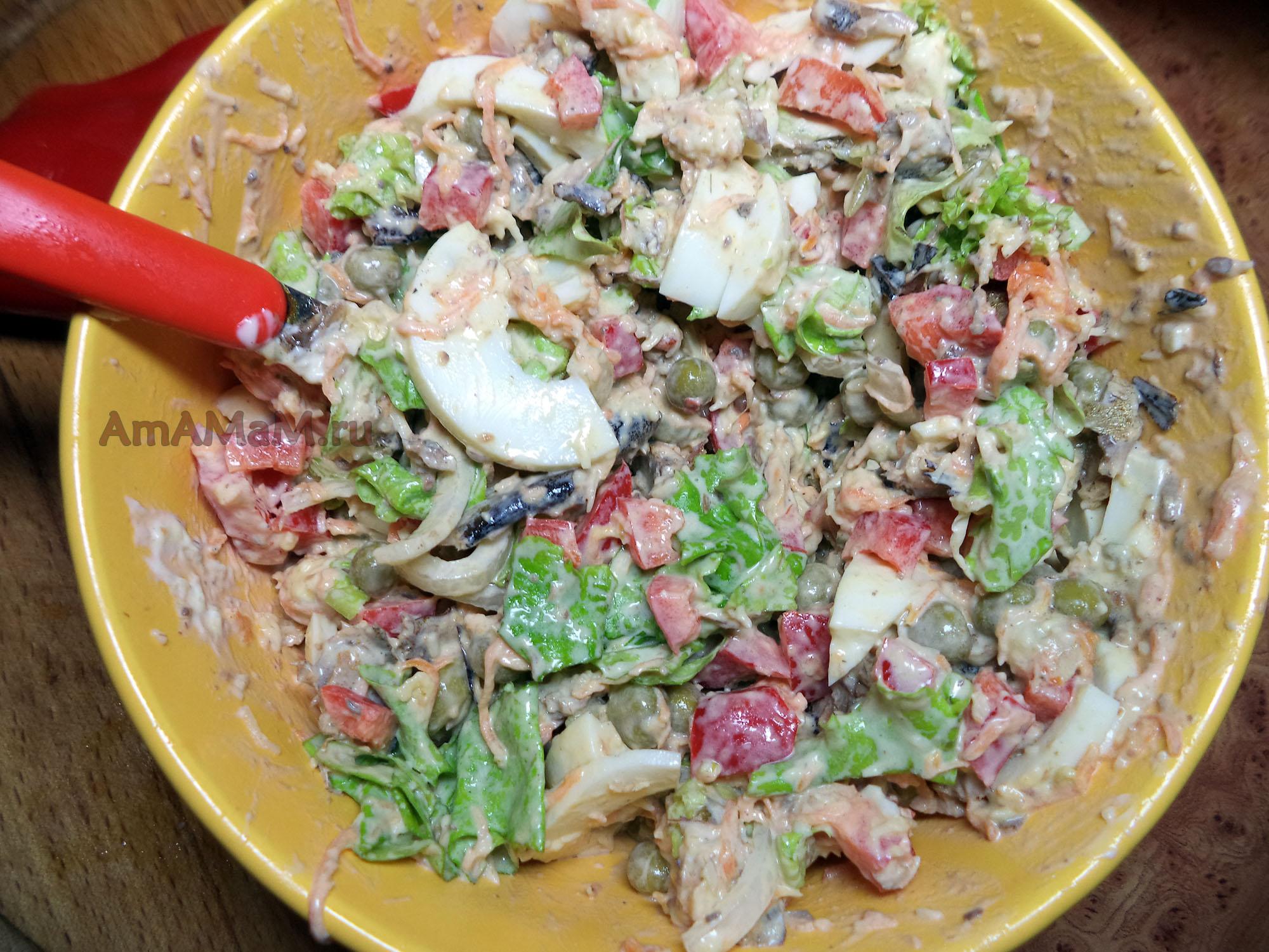 Простые салаты с шпротами рецепты с