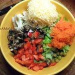 Как делать салат из шпрот - что добавить, ка кнарезать