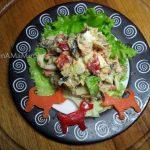 рецепт салата из шпрот с болгарским перцем, салатом, сыром и яйцами