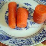 Фото вареной моркови на тарелке