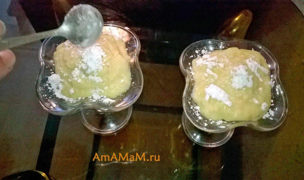 Быстрый десерт с бананом, сливками и соком