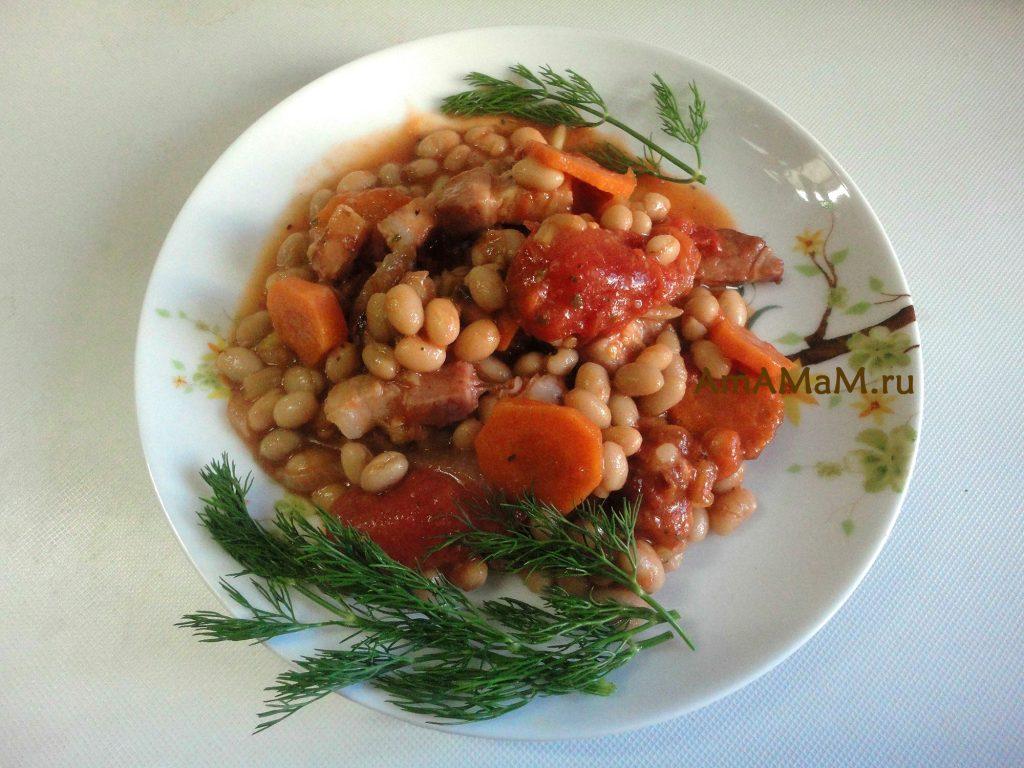 Рецепт белой фасоли с грудинкой, морковкой и банкой консервированных помидоров