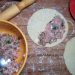 Как делают кутабы с мясной начинкой - фото и рецепт