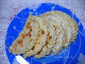 Печеные азербайджанские пирожки с бананом и яблоком