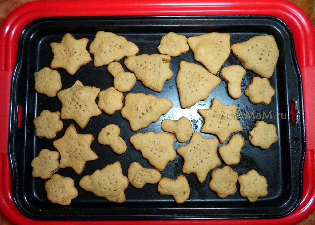 Медовое печенье, вырезанное формочками- рецепт с фото