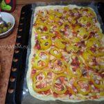 Пицца со сладким перцем и мясом с жирком