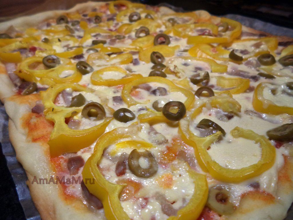 Пицца домашня мясная с оливками и сладким перцем - рецепт