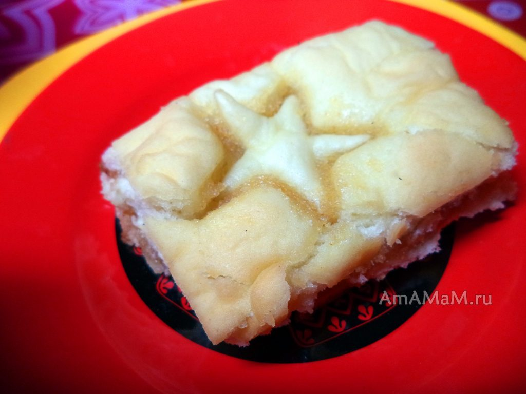 Постный пирог с начинкой из варенья и манной каши