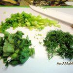 Мелко нарубленная зелень для салата с фаршированные яйца