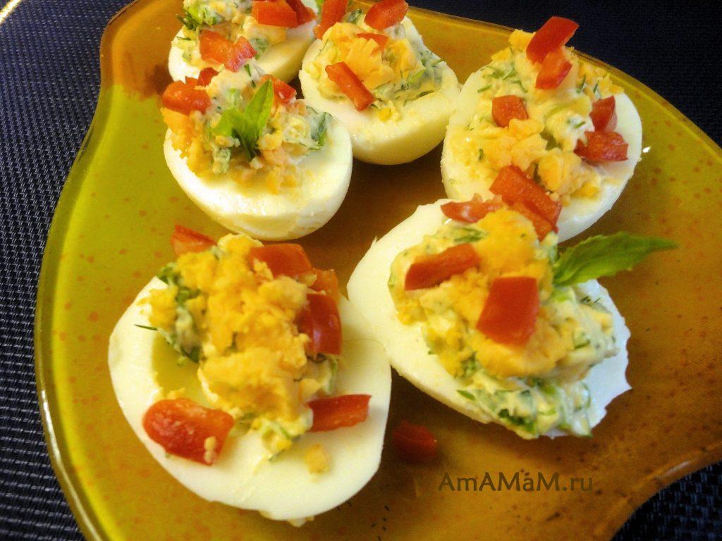 Как делать фаршированные яйца с начинкой из зелени- рецепт с фото