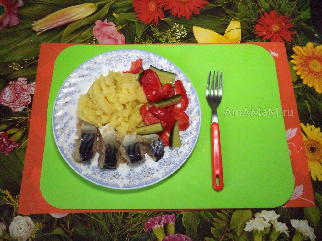 Салат из огурцов и болгарского перца - рецепт с фото