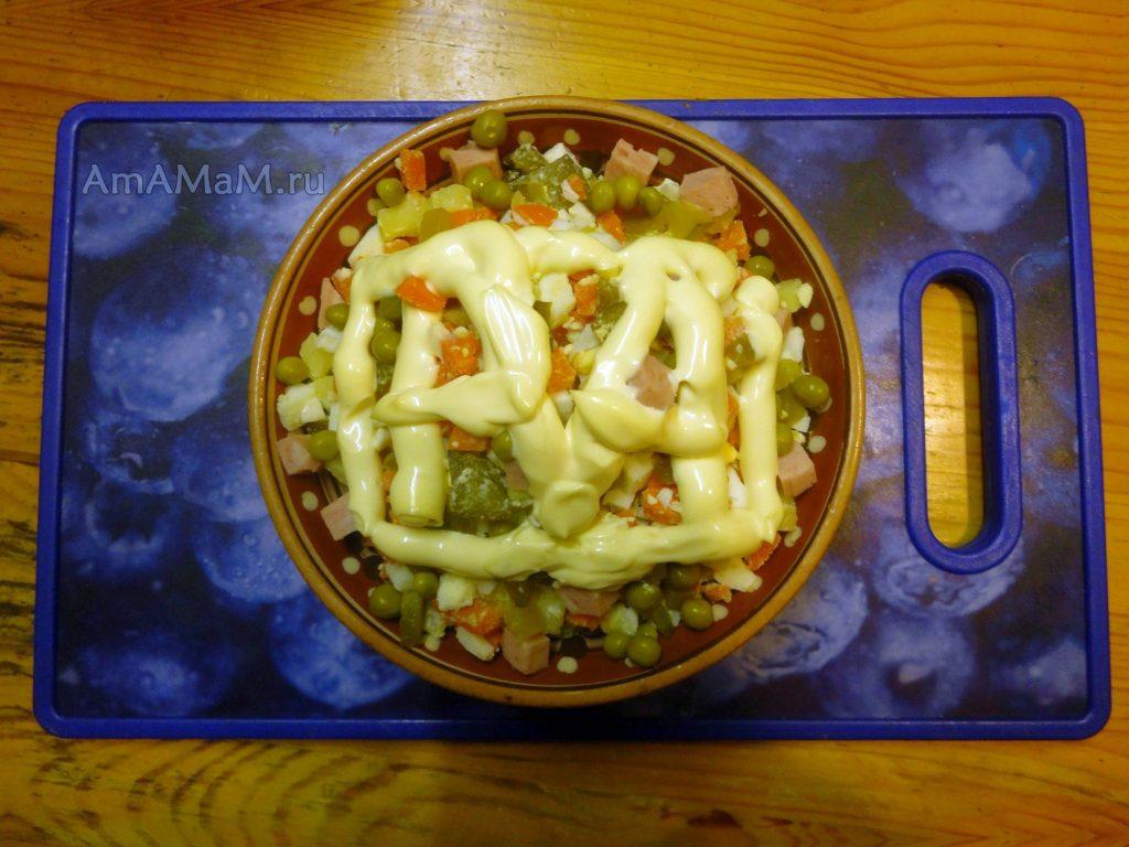 Рецепт салата Оливье с колбасой и ингредиенты