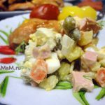 Тарелка с праздничной русской едой - фото