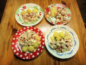Приготовление Оливье с колбасой - рецепт и фото