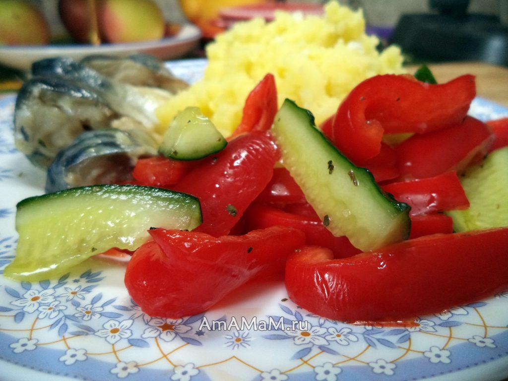 Быстрый посол перца с огурцами - простой салат на скорую руку, очень вкусно!