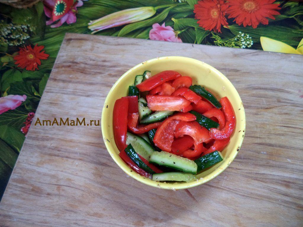 Быстро маринованные овощи - салат из перца и огурцов за 3 минуты