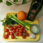 Оригинальный овощной салат с помидорами и апельсинами