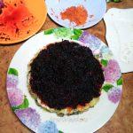 Свекольный слой селедки под шуубой - пошаговый рецепт