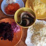 Как измельчить овощи и яйца на селедку под шубой - мелкая терка