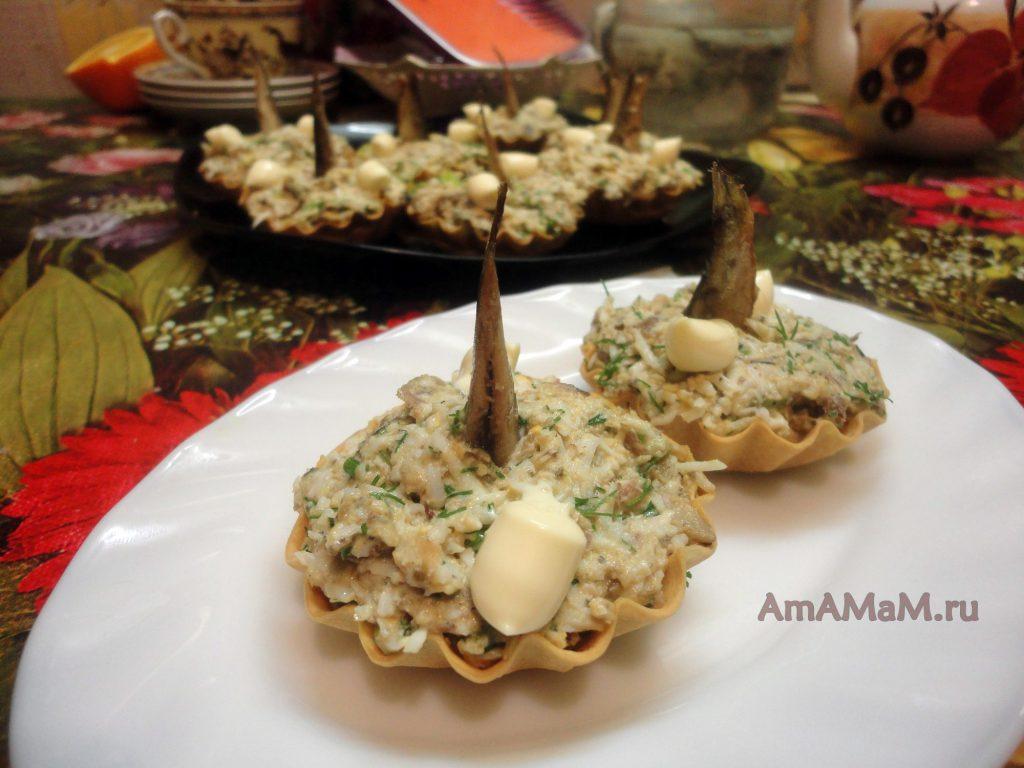Шпротный салат с яйцами и зеленым луком