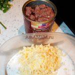 Ингредиенты энчилады - мясо тушеное и сыр