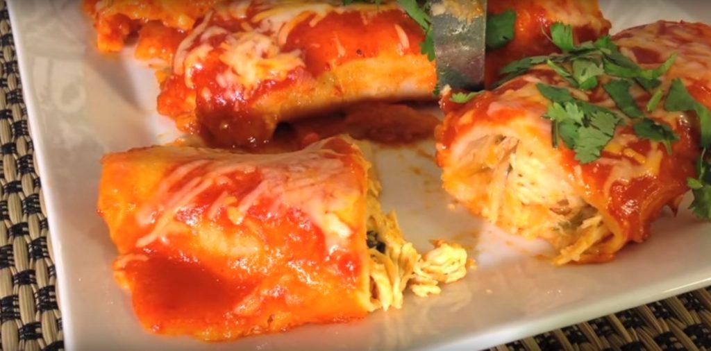 Как выглядит энчилада в разрезе - куриная начинка с соусом и сыром