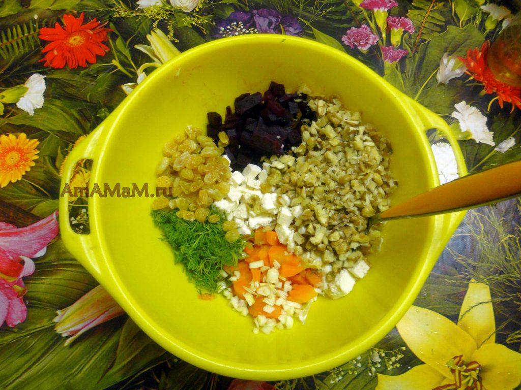 Процесс приготовления салата с адыгейским сыром и овощами