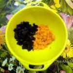 Свекла и морковка вареные, нарезанные кубиками