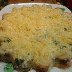 Капустная запеканка с сыром, приготовленная в духовке