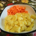 Нарезка моркови и картофеля для щей
