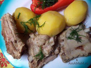 Ребрышки свиные, тушеные с базиликом - простой рецепт