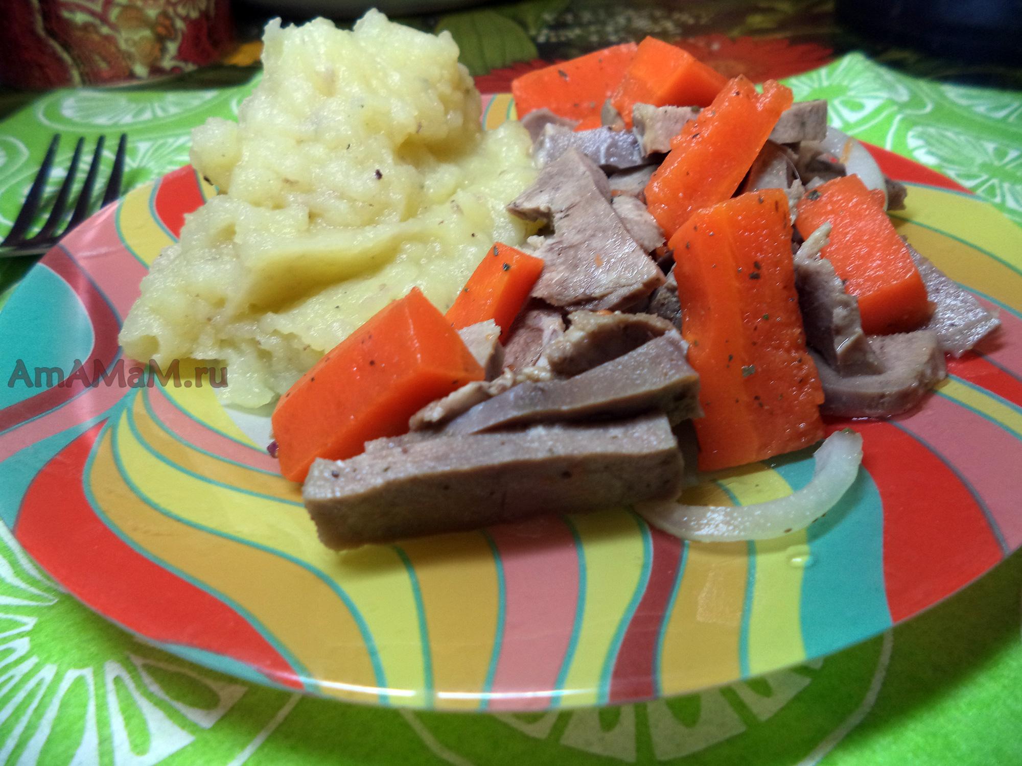 крабовы салат с маринованном луком