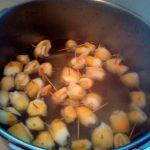 Отваривание кожуры бергамота для удаления горечи для варенья