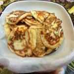 Простой рецепт домашних блинчиков с зеленым луком и яйцами