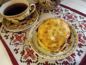 Рецепт блинчиков с вареным яйцом и луком и фото приготовления