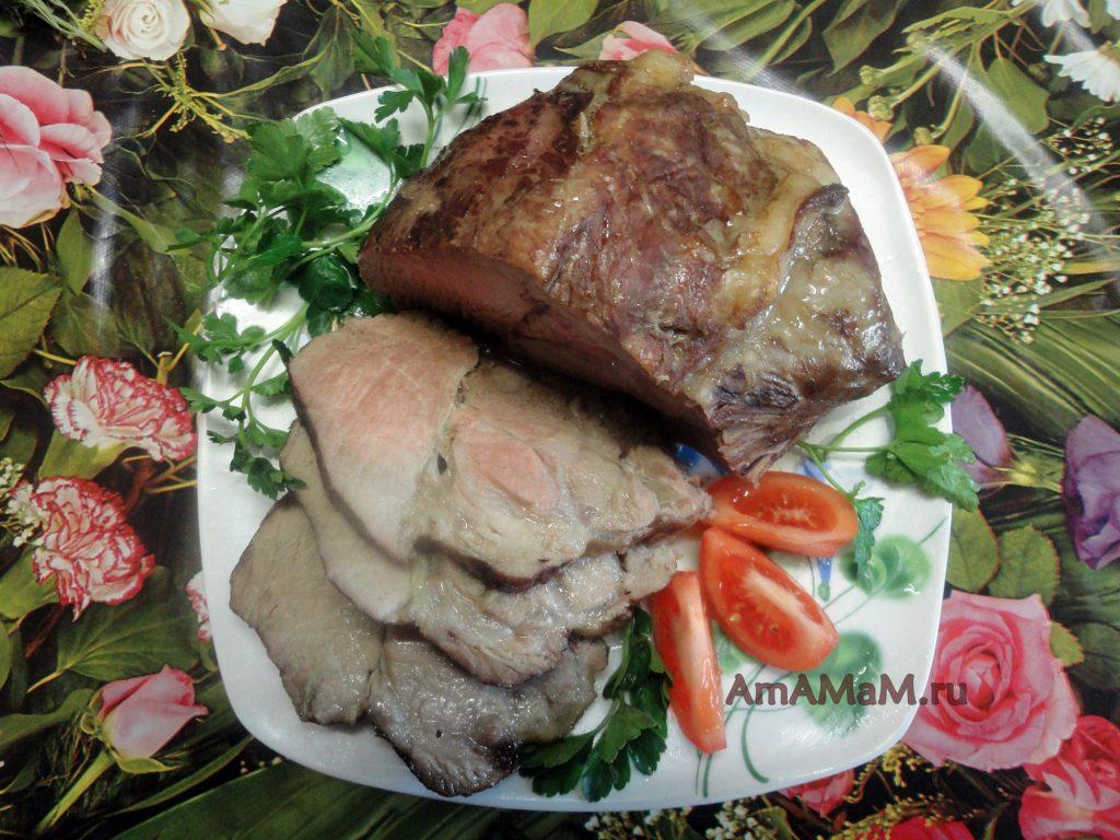 Вкусное мясо свинины, запеченное в домашних условиях своими руками в духовке