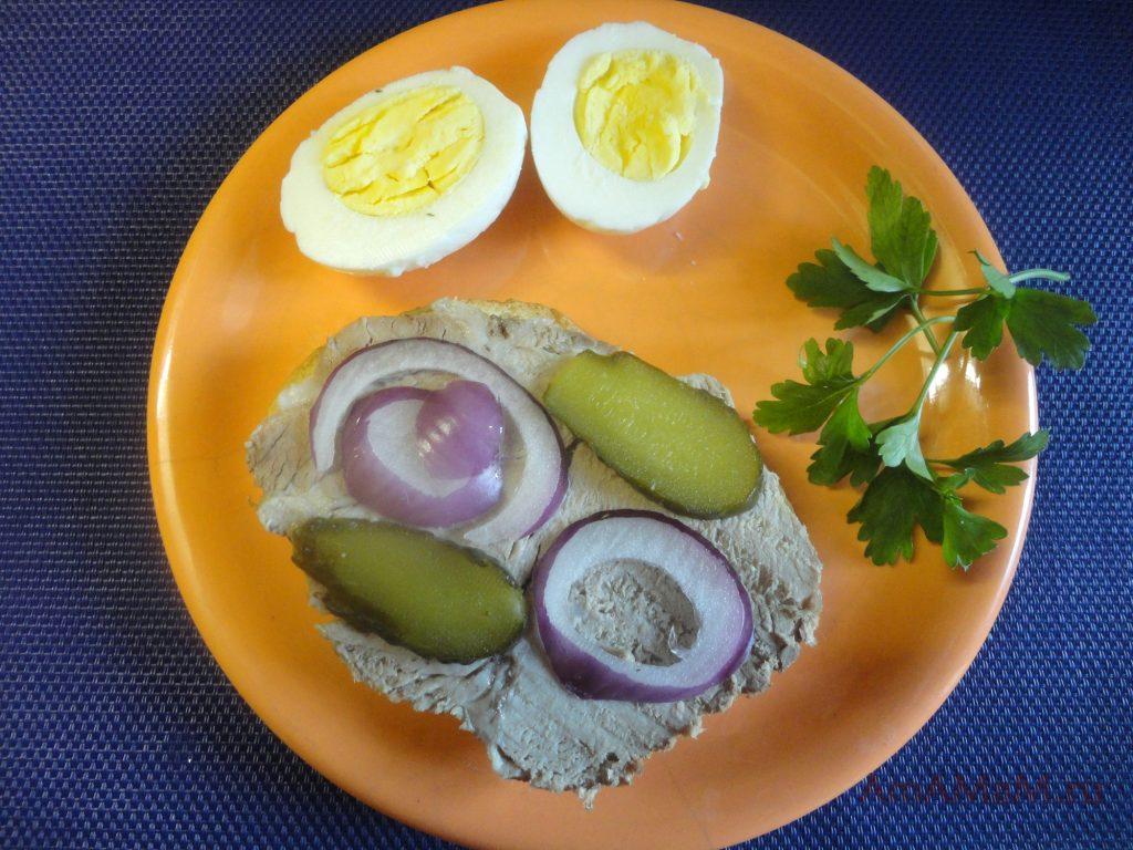 Роскошный домашний завтрак из буженины, приготовленной своими руками