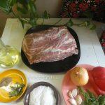 Шейка, лук, чеснок, перец, зелень и специи для буженины