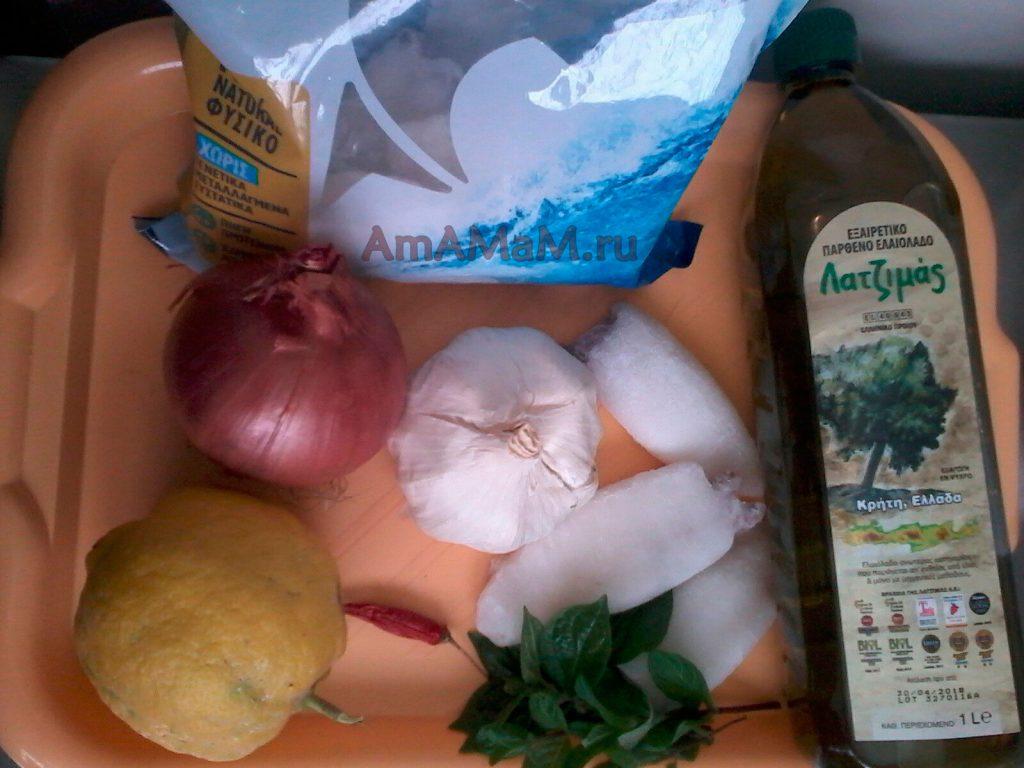Состав блюда из кальмаров в томате - чеснок, зелень, масло, перец чили