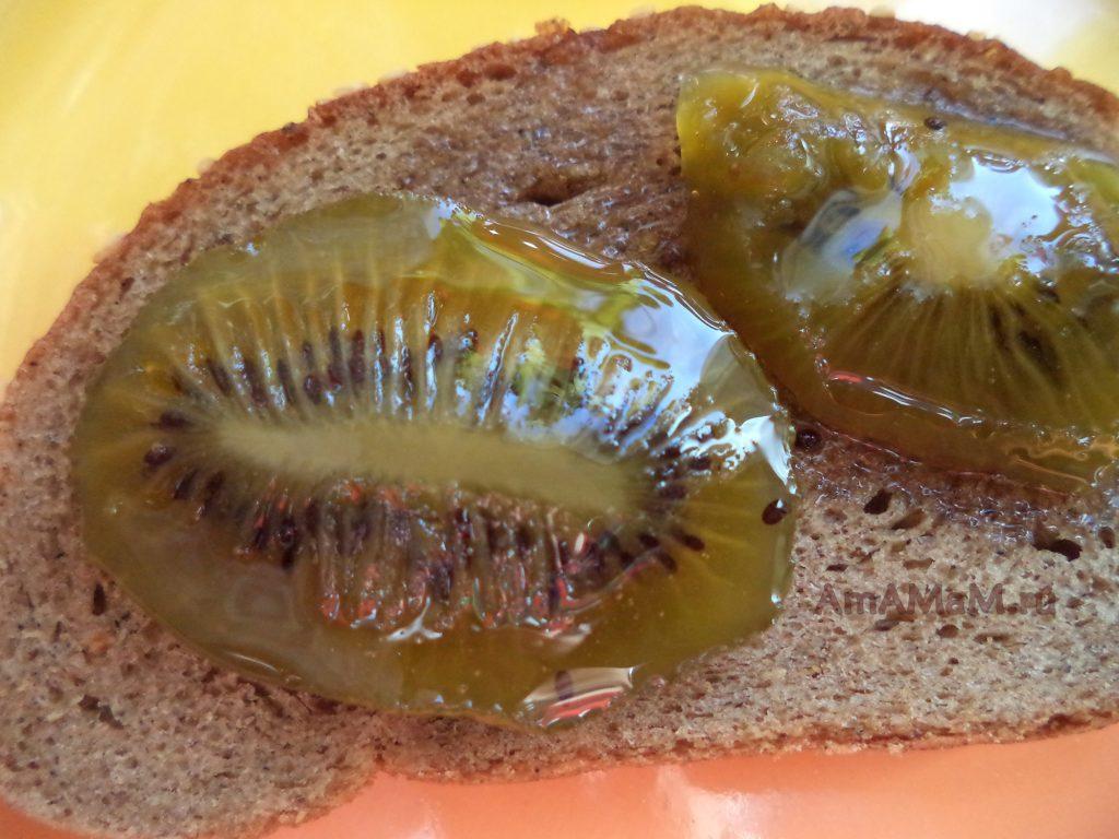 Заварной хлеб с вареньем из киви