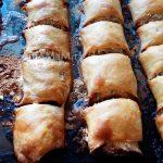 Назук - печенье из дрожжевого теста с большим количеством масла и ореховой начинкой