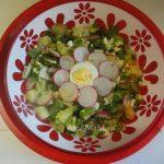 Картофельный салат с редисом, соленым огурцом и укропом
