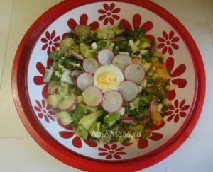 Приготовления салата из картошки, яиц, огурчиков , редиски, укропа, зеленого лука и петрушки - вкусно и просто