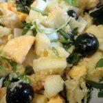 Руккола, яблоко, яйца, маслины, чеснок - состав салата