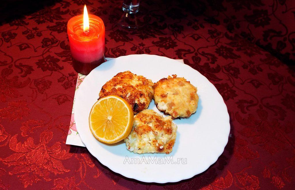 Простой рецепт сырников с изюмом
