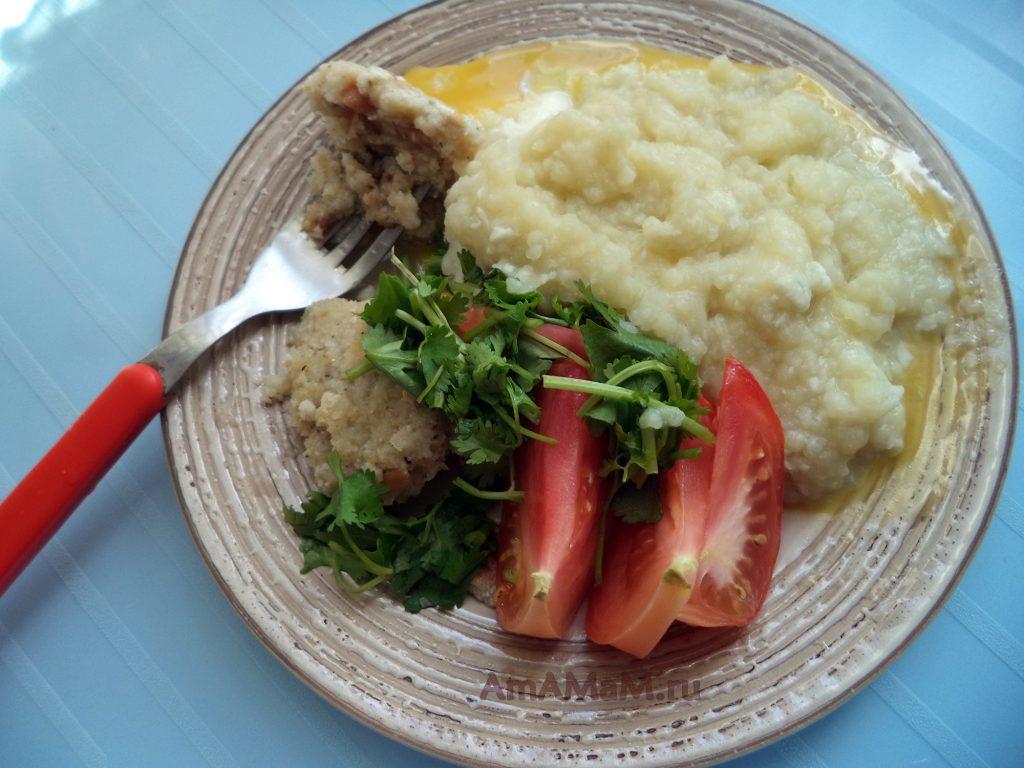 Ужин из пюре с котлетами из рыбного фарша - рецепт с фото